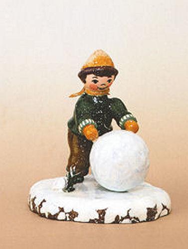 Winterkinder Junge mit Schneekugel