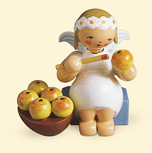 Margeritenengel sitzend mit Apfelkorb