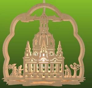 Fensterbild Dresdner Frauenkirche beleuchtet
