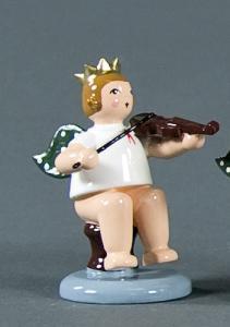 Engel sitzend mit Geige mit Krone