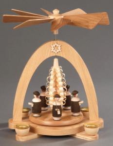Tischpyramide natur Kurrende mit Hut und Spanbaum