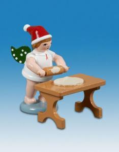 Ellmann Weihnachtsengel mit Teigrolle am Tisch und Mütze