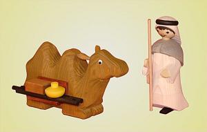 Kameltreiber 13 cm mit liegendem Kamel gebeizt