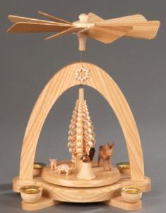 Tischpyramide natur mit Reifentieren